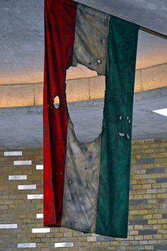 https://flic.kr/p/GqLJbX   Budapest - Kossuth Lajos tér -  1956 uprising memorial - 7   Pictures by Björn Roose. Magyarország/Hungary, 2015.