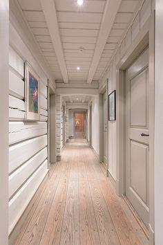 HAFJELL: Herskapelig hytte m/høy standard - Garasje - Oppført Cabin Homes, Log Homes, Modern Cabin Interior, Sweden House, Timber House, Cabin Interiors, Lodge Decor, Cabins And Cottages, New Home Designs