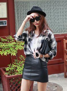 Today's Hot Pick :レザータイトミニスカート【iamyuri】 http://fashionstylep.com/SFSELFAA0004002/iamyuriijp/out 伸縮性のあるポリエステル素材を使った人工レザーミニスカートです。 ヒップにタイトにフィットするミニ丈デザインでセクシー感あり◎! 滑らかな裏地付きだから着心地も抜群です♪ シンプルなTシャツと合わせるだけでスタイリッシュなカジュアルコーデが完成☆ ◆3色:ブラック/ワイン/ベージュ