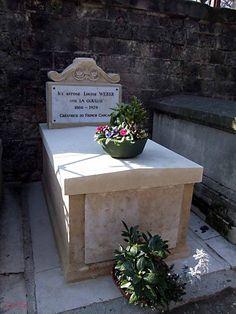 Cimetière de Montmartre    Tombe de La Goulue  créatrice du French Cancan et modèle de Toulouse-Lautrec