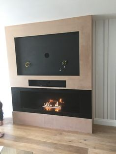 Planika bio-ethanol fire in honed granite chamber built into false chimney breast with recess for tv and sonos playbar. Fireplace Feature Wall, Fireplace Tv Wall, Build A Fireplace, Fireplace Design, Tv Feature Wall, Bioethanol Fireplace, Tv Built In, Built Ins, Living Room Tv