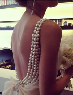 Un dos nu embelli de perles Flat Back Pearl Embellished Gown DIY Mod Wedding, Wedding Gowns, Dream Wedding, Wedding Ideas, Glamorous Wedding, Pearl Wedding Dresses, Wedding Dress With Pearls, Bridal Gowns, Wedding Planning