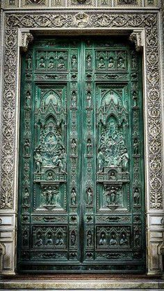 Have been to the Duomo three times! See something new every time - Just love this door! Main gate of the Duomo, Florence - September 2008 Cool Doors, The Doors, Entrance Doors, Doorway, Windows And Doors, Front Doors, Vintage Doors, Antique Doors, Gothic Architecture