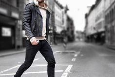 Mens Fall Fashion Trends of 2018 on How To Wear Fall Leather Jackets 27 -- Click image to see more. Fall Fashion Trends, Autumn Fashion, Leather Jacket Outfits, Leather Jackets, Chelsea Boots Outfit, Mens Boots Fashion, Fashion Men, Stylish Jackets, Mens Fall
