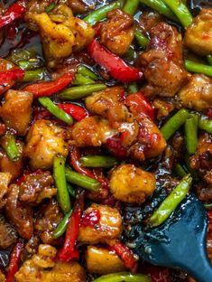 The best ever chicken green bean stir fry aka sweet chili chicken is absolutely mouth-watering. #chickengreenbeanstirfry #sweetchilichicken #crispychickenstirfry#chickenandgreenbeans
