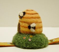 PIN CUSHIONS Who could resist a pincushion that is a wee mousie on a little pin box? Or a flower topped tiny tuffet made fr. Felted Soap, Wet Felting, Needle Felted Animals, Felt Animals, Felt Pincushions, Hedgehog Craft, Bee Skep, 3d Figures, Needle Felting Tutorials