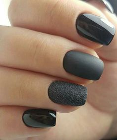 Make-up - Black Nails - - Weddbook ♥ This nail art is just for you if you are a lover of the black color. The nail art is pretty simple and it contains shiny, matte and sparkly nails. Another pro of the nail art is that it is very easy to use. Classy Nails, Stylish Nails, Cute Nails, Simple Nails, Sparkly Nails, Prom Nails, Wedding Nails, Homecoming Nails, Hair And Nails