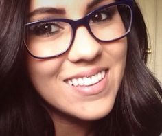 Smiley Piercing. // I love her glasses