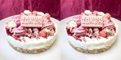 Deze bombastische taart is dé ideale taart voor de feestdagen. Wat past er beter bij feest dan champagne, witte chocolade en framboos? Niets! Deze ta...