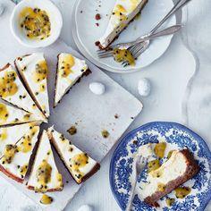 Passiohedelmillä silattu jogurtti-juustokakku