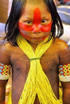 Criança indígena do Xingu