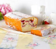 Dieser äusserlich unscheinbare Cake hält eine köstliche Überraschung bereit. Denn Erdbeeren und Schokolade sind eine Kombination, die viel Genuss verspricht.