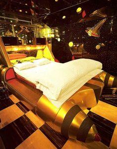 //mandruy.com/wp-content/uploads/2011/03/rocket-love-hotel-japan-376x480.jpg