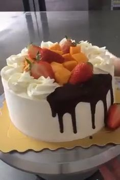 Amazing Cake Art and desserts videos Cake Decorating Piping, Cake Decorating Videos, Cake Decorating Techniques, Easy Vanilla Cake Recipe, Easy Cake Recipes, Dessert Recipes, Crazy Cakes, Cake Videos, Drip Cakes
