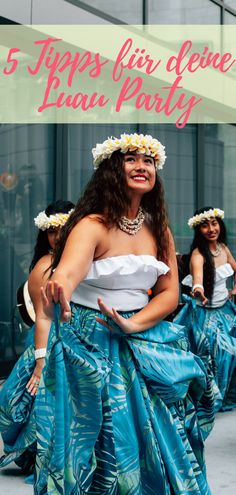 The largest block party in Hawaii happens right here in our backyard, so this year we're hosting our own mini celebrations in conjunction with Aloha Festivals. Luau Theme Party, Tiki Party, Bbq Party, Dance Pictures, Pictures Images, American Cheescake, Thema Hawaii, Girl Photos, Family Photos