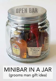 Wedding Gifts For Guests Minibar In A Jar (Gift Idea) - It's customary to give gifts to those involved in your wedding party, mostly to tell them thank you. This minibar in a jar gift idea is great for giving to the best man, any of your groomsme… Diy Gifts For Men, Homemade Gifts For Men, Gift For Man, Gifts For Best Man, Gift Ideas For Groomsmen, Fun Gifts For Women, Alcohol Gifts For Men, Asking Groomsmen, Homemade Gifts
