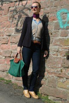 Elegance&Ease Navy Blazer shape covering hips. http://oceanbluestyle.blopgspot.de A fashion blog where SoCal Ease meets European Elegance for grown-up women 40+