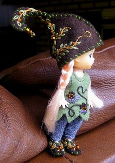 Beautiful embroidery for pukipuki size dolls; outfit by wovenflame, via Flickr