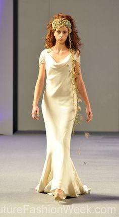 #moteuke #design #model #stil #kvinne #IsabelZapardiez #mote #couture #fashion #brudekjole #kjole #fantasi #midtsommer #silke
