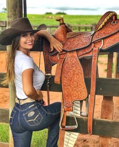 Cowboy and cowgirl, cowgirl style, sexy cowgirl, cowboy hats, fishing girls Country Girl Outfits, Sexy Cowgirl Outfits, Hot Country Girls, Country Women, Cow Girl Outfits, Country Girl Style, Cowgirl Fashion, Cowgirl Mode, Estilo Cowgirl