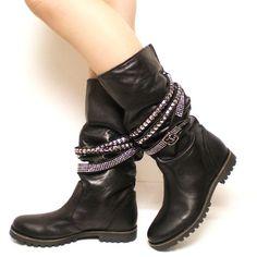 Stivaletti da biker donna. http://www.scarpeonline.org #scarpe #stivali #moda…