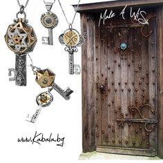 Ключoвете са част от оригиналната колекция на ръчно изработени Кабала бижута и отключват : Ново Начало, Изобилие, Успех, Просперитет, Благоденствие и Защита.. Пожелайте си нещо ! :)  Kabbalah handmade jewelry. Key Kabbalah Necklace for New beginning, Abundance, Success, Prosperity,  and Protection .. Make a wish! :) Make A Wish, Jewelry Shop, Clock, Wall, Home Decor, Watch, Jewlery, Decoration Home, Jewellery