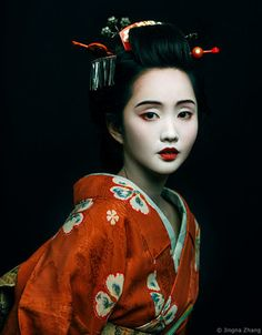 Kimono portrait with Alodia Gosiengfiao! ❤️👘 So happy we got to meet up in NYC again. Thanks for coming out to play~ 😍 Motherland Chronicles II Week 2 Bought this kimono in Japan a while back when I started researching for new series. Geisha Make-up, Geisha Kunst, Geisha Japan, Underwater Photography, Beauty Photography, Portrait Photography, Underwater Photos, Fashion Photography, Street Photography