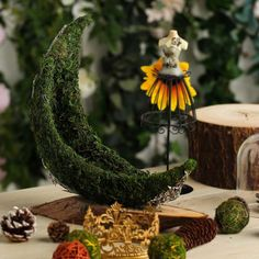 Crescent Half Moon Fall Decor Preserved Natural Moss Centerpiece With Wooden Slab Green Wedding Decorations, Table Decorations, Moss Centerpieces, Wooden Slab Centerpiece, Centerpiece Ideas, Moss Grass, Moss Decor, Moss Plant, Green Table