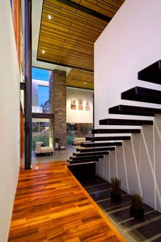 25 Modern Staircase Landing Decorating Ideas to Get Inspired Modern Stairs Decorating Ideas Inspired Landing Modern Staircase Staircase Landing, Floating Staircase, Staircase Design, Open Staircase, Interior Stairs, Interior Architecture, Stainless Steel Stair Railing, Escalier Design, Casa Patio