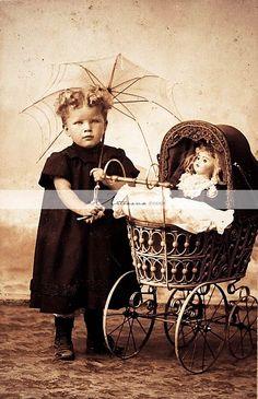 Photos anciennes d'enfants - Claudette et ses passions Vintage Children Photos, Vintage Girls, Vintage Pictures, Old Pictures, Vintage Images, Old Photos, Victorian Portraits, Victorian Photos, Antique Photos