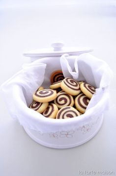 Vanilla and cocoa biscuits / pinwheels – La tarte maison – Recipes Italian Cookies, Italian Desserts, Sweet Desserts, Sweet Recipes, Biscotti Biscuits, Biscotti Cookies, Galletas Cookies, Nutella, Mets