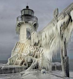 frozen-lighthouse-st-joseph-north-pier-lake-michigan-1