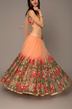 Looking for some wedding resort wear outfits on a budget? Check out these gorgeous Lehengas Resort Wedding that are perfect for a 2018 wedding. Lehnga Dress, Lehenga Choli, Anarkali, Saree Blouse, Dresses To Wear To A Wedding, Bridal Dresses, Wedding Wear, Wedding Outfits, Wedding Reception