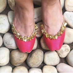 Pretty pink juttis will make your outfits bright, shiny and beautiful!  . . . . . . . . . #vian #summermeadow #eid #jaalwork #shoelover #juttilove #punjabijutti #juttiswag #wedding #indianwedding #photooftheday #instagood #bridesmaids #mehndigifts #weddingshoes #footwear #jootis #handicraft #coraldreams #corallove