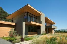 Modern Sinbad Creek House by Swatt Miers Architects