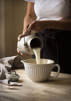 vintage milk can. I♡Country life ✿ Vida en el campo ✿ Country Life, Country Living, Country Farmhouse, Pan Rapido, Vintage Milk Can, Vie Simple, Goat Farming, Fresh Milk, Fresh Cream