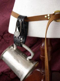 Mug hook Ren Faire belt loop Mug Frog, stein hanger in Black and Pewter silver… Larp, Wildling Costume, Medieval Belt, Viking Dress, Leather Workshop, Pouch Pattern, Renaissance Costume, Cosplay Tutorial, Chain Belts