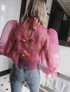Look de ensueño! Dreamy outfits: pink organza voluminous top with jeans. Fashion Details, Look Fashion, High Fashion, Fashion Outfits, Womens Fashion, Fashion Design, Fashion Trends, Pink Outfits, Crazy Fashion
