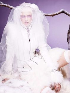 Ice Queen Editorials - The Hanna Wahmer for Vogue Gioiello Winter 2011 Shoot is Stunningly Serene (GALLERY)
