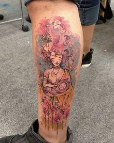 Tatuagem criada pelo Canijan Oliveira de Aracajú. Mãe segurando o filho em meio a uma explosão de cores e rosas.