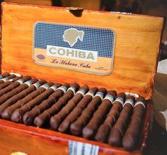 Zigarren-Kuchen! {Photo: Brooke Roberts Photography via Project Wedding} Weitere Ideen rund um den Groom's Cake findet ihr hier: http://bit.ly/1hOpjBr