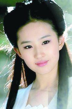 劉亦菲飾演小龍女時才17歲。 (取材自重慶商報)