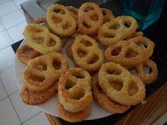 Otthoni sütés-főzés: Mamika verhetetlen perece :) Onion Rings, Ethnic Recipes, Vaj, Food, Recipes, Essen, Meals, Yemek, Eten