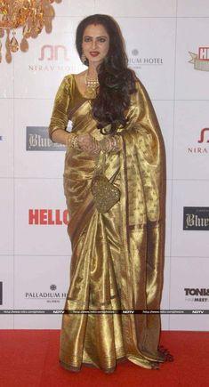 Happy Birthday, Rekha: Khubsoorat@66 Rekha Saree, Banarsi Saree, Silk Sarees, Saris, Dress Neck Designs, Saree Blouse Designs, Rekha Actress, Bollywood Actress, Saree Look