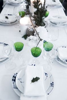 Christmas table with Royal Copenhagen blue and green combined in such a nice way! Christmas Trends, Modern Christmas, Christmas And New Year, Christmas Fun, Holiday Fun, Christmas Decorations, Table Decorations, Royal Copenhagen, New Year Table