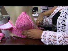 This Pin was discovered by Tik T-shirt Au Crochet, Crochet Lace Edging, Crochet Bikini Top, Crochet Tank Tops, Crochet Shirt, Summer Knitting, Crochet Videos, Crochet Designs, Crochet Clothes