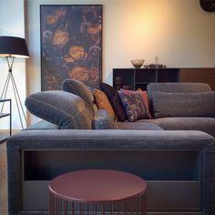 18 個讚,1 則留言 - Instagram 上的 Bilal Harb(@bilalharb_):「 Loungig und gemütlich für's Wochenende 😌👍| Aber erst nach dem Ihr euere zwei Kreuze für die… 」 Boconcept, Sofa Design, The Hamptons, Sofas, Lounge, Couch, Throw Pillows, Bed, Sofa Ideas
