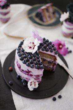 Fräulein Klein : Nuss-Heidelbeer-Torte • DIY Papier-Hibiskusblüten• gestreifter Vanille-Heidelbeer-Mousse-Kuchen im Glas