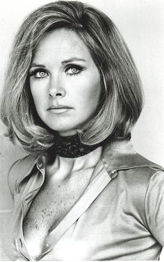 Wanda Ventham is a British actress who has appeared many times on the Doctor Who TV series from She is also the mother of actor Benedict Cumberbatch. Classic Tv, Classic Beauty, Wanda Ventham, Ufo Tv Series, Doctor Who Tv, Bond, Actrices Sexy, Actrices Hollywood, British Actresses