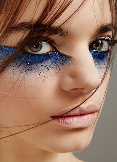 Style of eye makeup, not sure about color